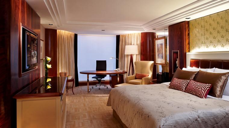 Property KowloonShangriLa HongKong Hotel Suite3 creditKowloonShangriLa
