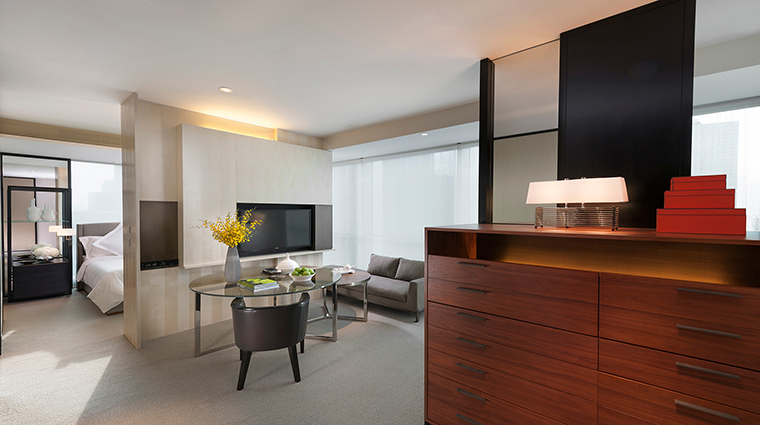 Property MandarinOrientalGuangzhou Hotel GuestroomSuites ClubMandarinRoom CreditMandarinOrientalGuangzhou