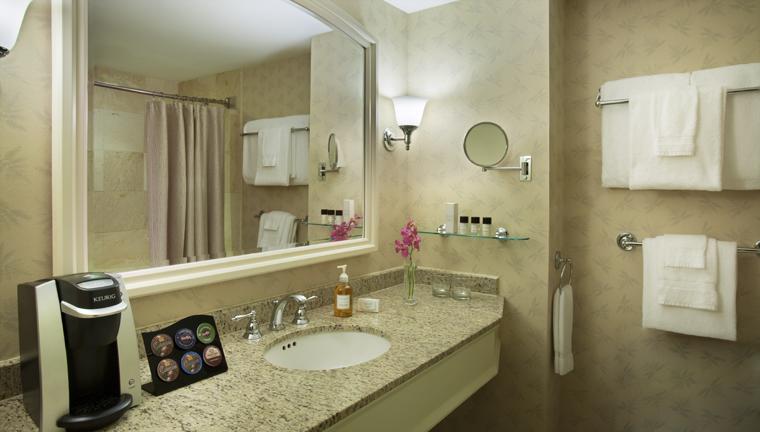 Property SeaportHotelandWorldTradeCenter Hotel GuestroomSuite GuestBathroom CreditSeaportHotelandSeaportWorldTradeCenter