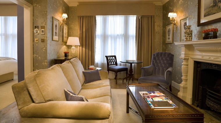 Property StaffordLondonByKempinski 3 Hotel GuestroomsSuites DeluxeJuniorSuite LivingRoom CreditKempinski