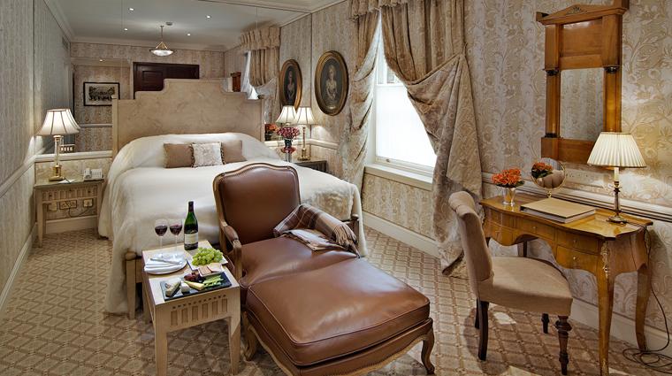 Property TheEgertonHouseHotel 2 Hotel GuestroomsSuites DeluxeQueen CreditRedCarnationHotelsCollection