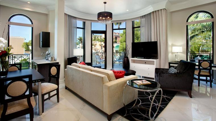 Property TheInnOnFifth 2 Hotel GuestroomsSuites PresidentialSuite LivingRoom CreditDougThompson