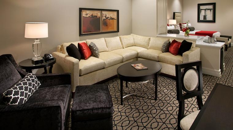 Property TheInnOnFifth 7 Hotel GuestroomsSuites ClubLevel Queen LivingRoom  CreditDougThompson
