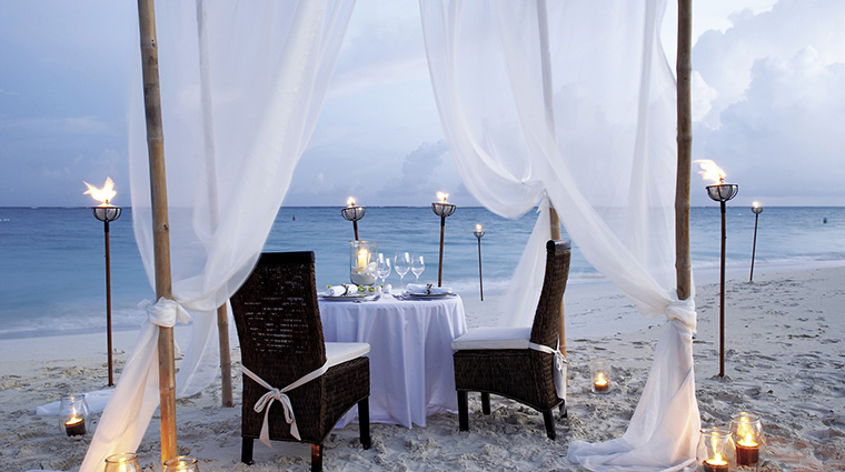 Property TheSomerset Hotel PublicSpaces BeachchairsOcean TheSomersetonGraceBay