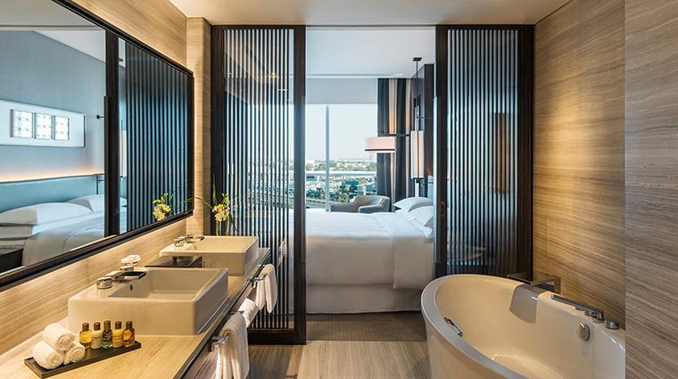 Sheraton Grand Hotel Dubai deluxe suite bathroom