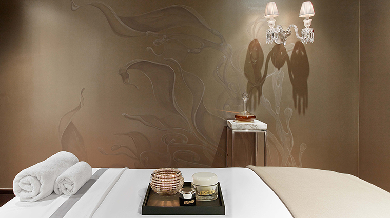 Spa la mer at baccarat new york treatment room