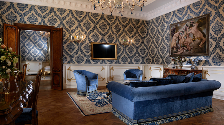 ai reali di venezia luxury suite living area