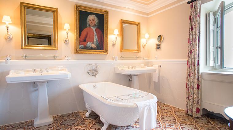 la bastide de gordes junior suite prestige bathroom