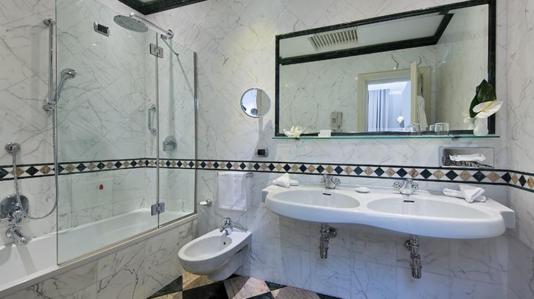 Aldrovandi Villa Borghese Junior Suite Bathroom