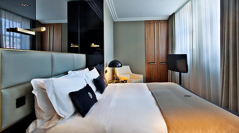 altis avenida hotel classic room