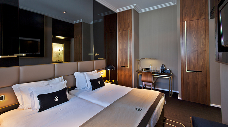 altis avenida hotel classic room2