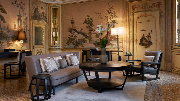 aman venice Alcova Tiepolo living room