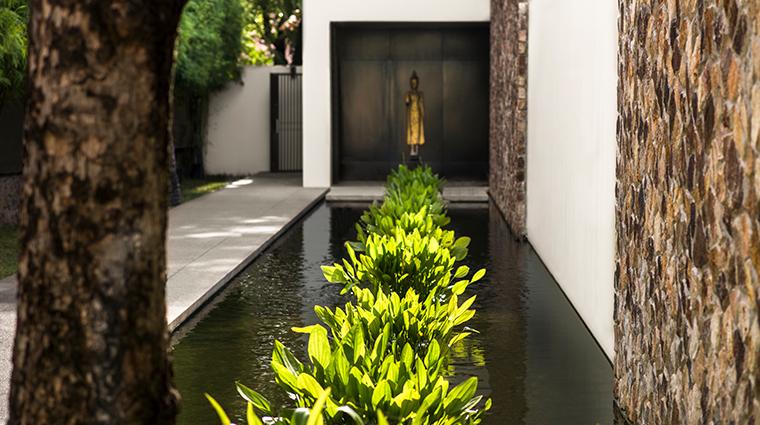 amansara spa pathway reflection pool