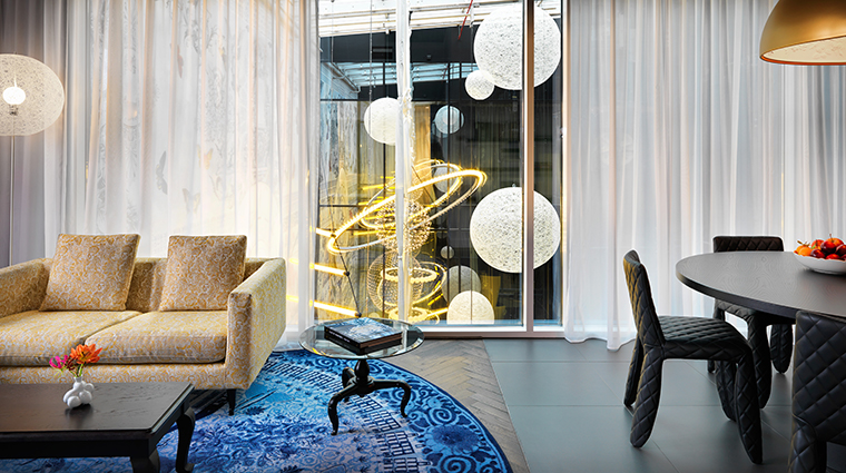 andaz amsterdam prinsengracht suite living room