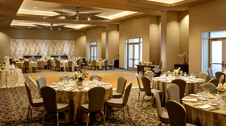 archer hotel austin grand salon wedding