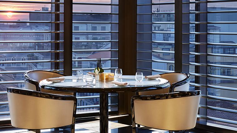 armani hotel milano restaurant night