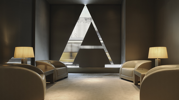 armani hotel milano welcome area
