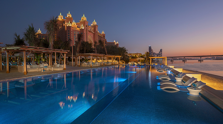 atlantis the palm white beach restaurant deck