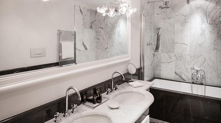Baglioni Hotel Carlton bathroom