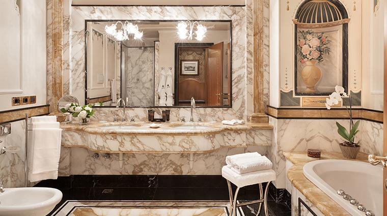 Baglioni Hotel Carlton master bathroom
