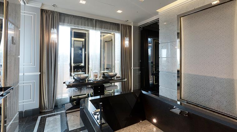 Baglioni Hotel Regina penthouse bathroom