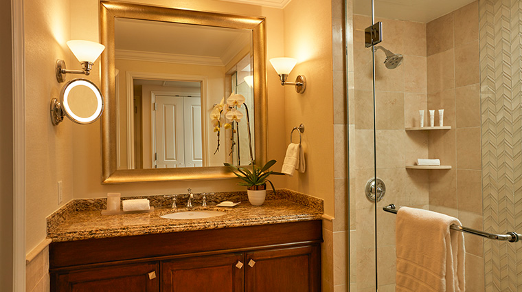 balboa bay resort guestroom bathroom