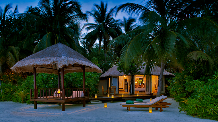 banyan tree vabbinfaru beachfront villa exterior