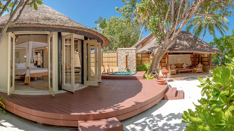 banyan tree vabbinfaru courtyard sanctuary villa