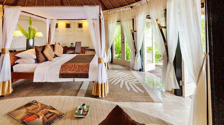 banyan tree vabbinfaru deluxe beachfront bedroom