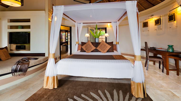 banyan tree vabbinfaru deluxe beachfront villa bedroom
