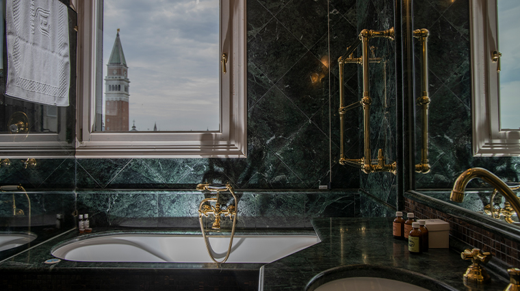 bauer palazzo bath tub