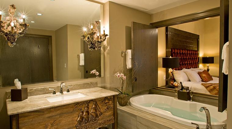Bohemian Hotel Savannah bath