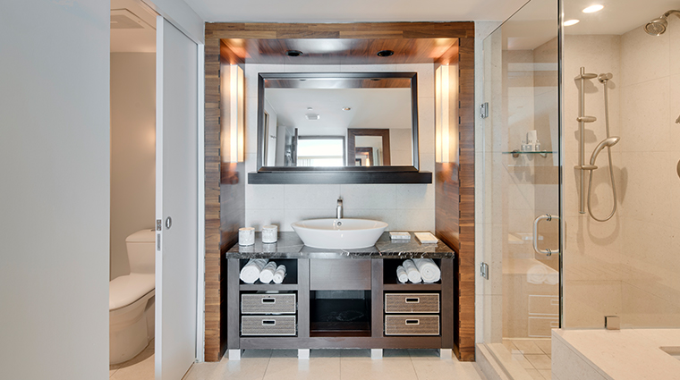 carillon miami wellness resort bathroom