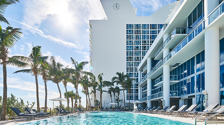carillon miami wellness resort sunrise pool