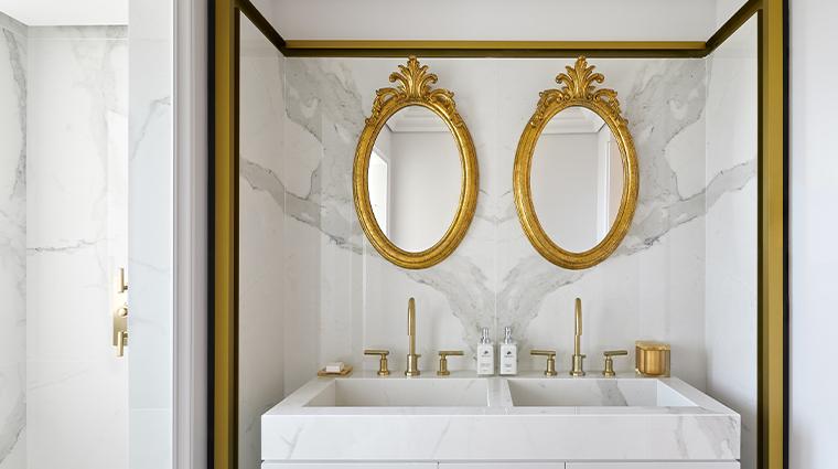 chateau de la messardiere suite bathroom