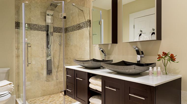 chatham inn bathroom