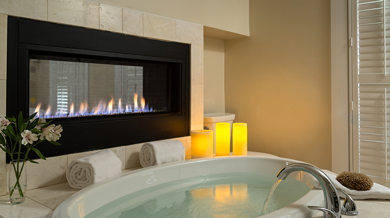 chatham inn bathtub fireplace