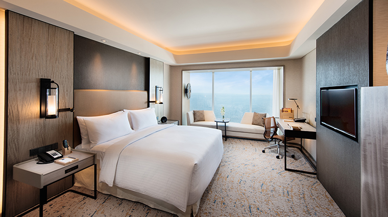 conrad manila deluxe king bay view
