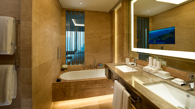 conrad seoul deluxe premium executive bathroom