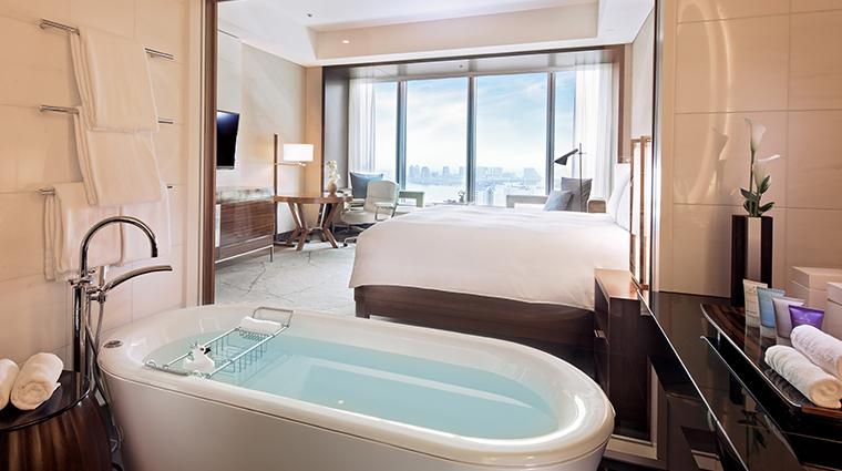 conrad tokyo king bay view tub