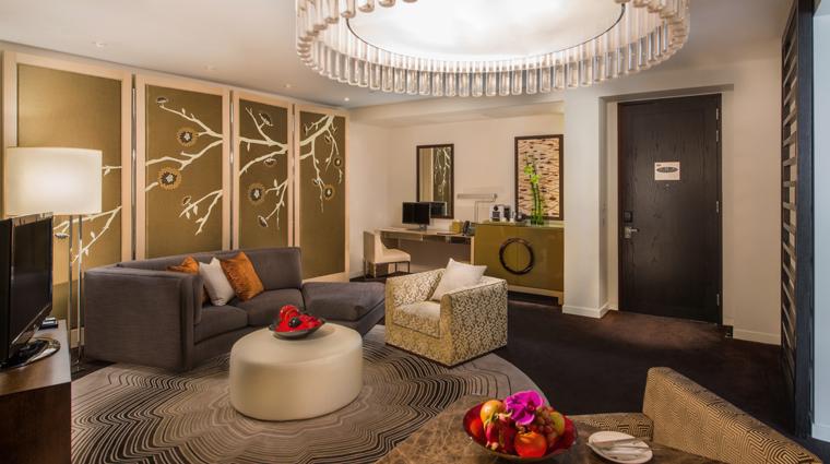 PropertyImage CrownTowers Hotel GuestroomSuire DeluxeSuite CreditCityOfDreams