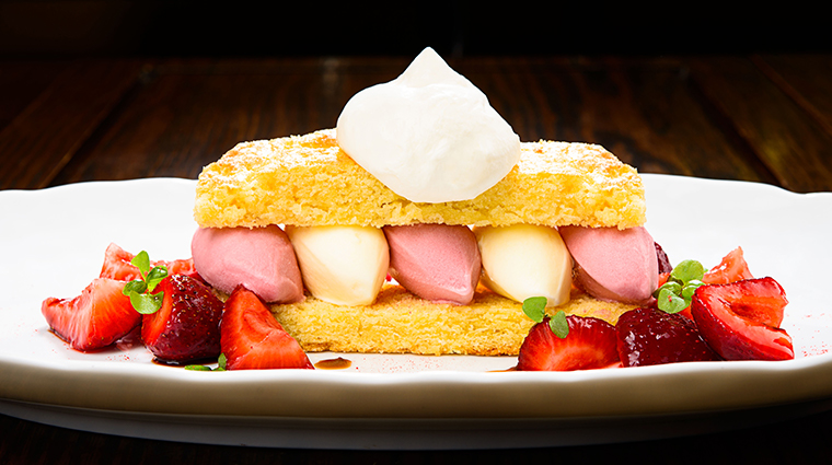 cut singapore strawberry shortcake