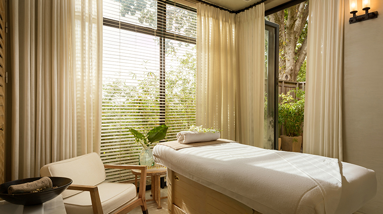 delaire graff lodge spa therapy room