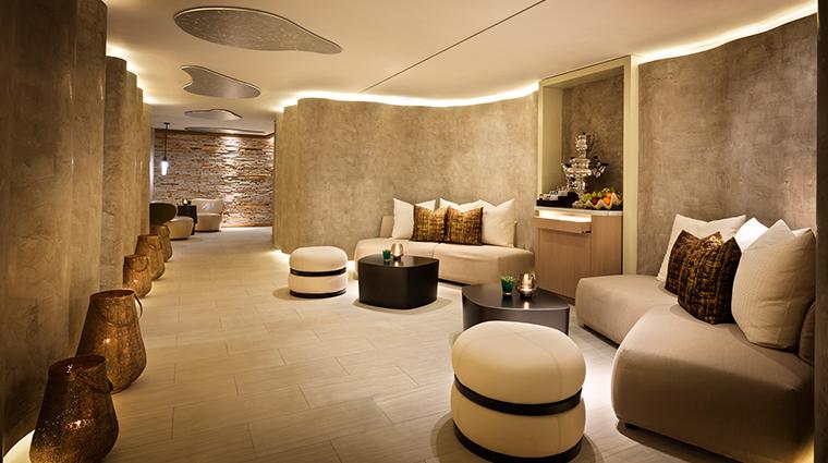 dipiu day spa lobby 2
