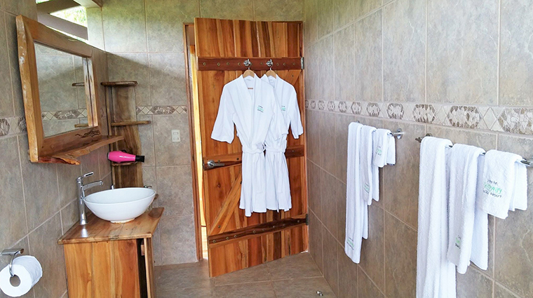 drake bay getaway resort bungallow bathroom