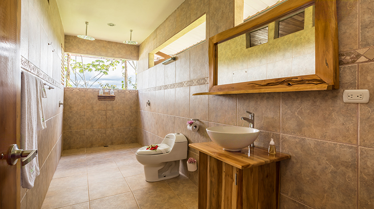 drake bay getaway resort bathroom