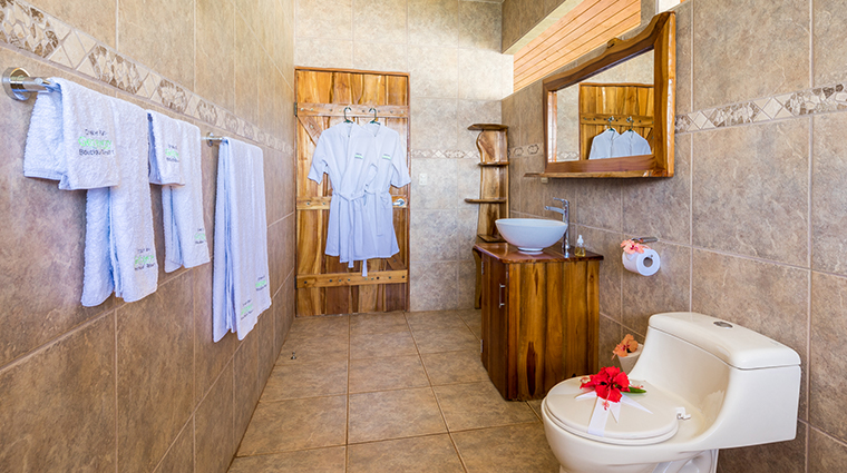 drake bay getaway resort bathroom2