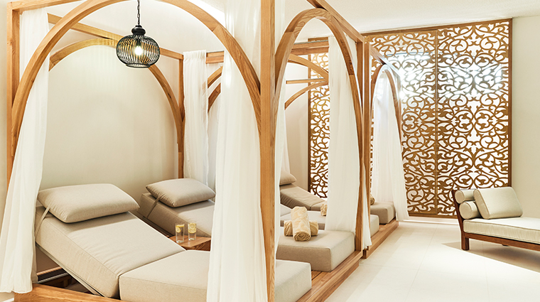 emerald palace kempinski dubai indoor pool cabana