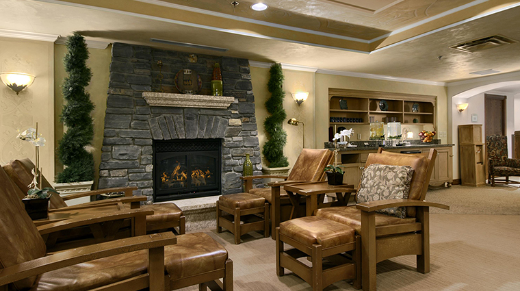 Fairmont Banff Springs lounge