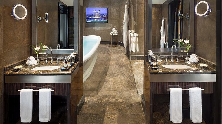 fairmont nile city deluxe nile suite bathroom
